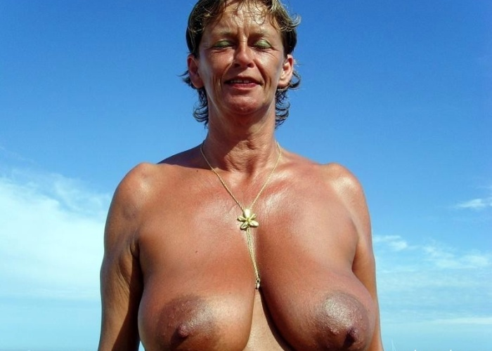 Big breasted Mature with huge Nipples