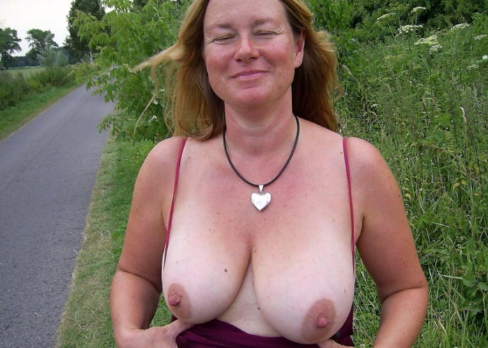 Mature Wife flashing her saggy Tits